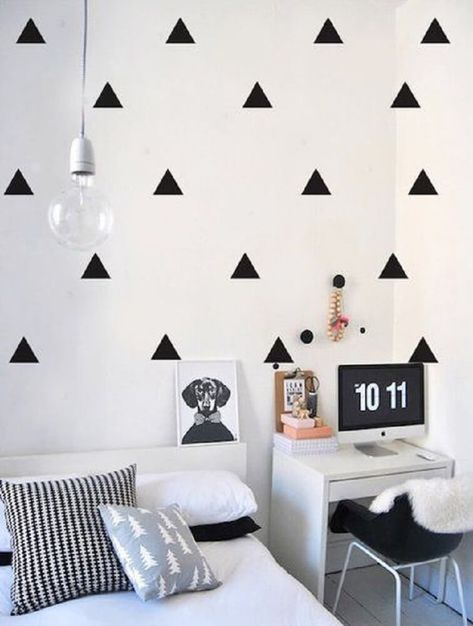 How To Decorate Bedroom Black And White?