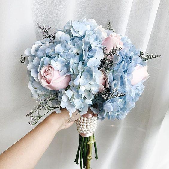 blue-flowers-bouquet