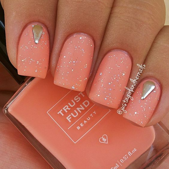 How To Use Coral Color Nails?