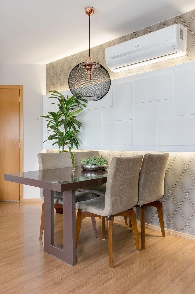 Should Dining Room Chandeliers Be In The Center Of The Table?
