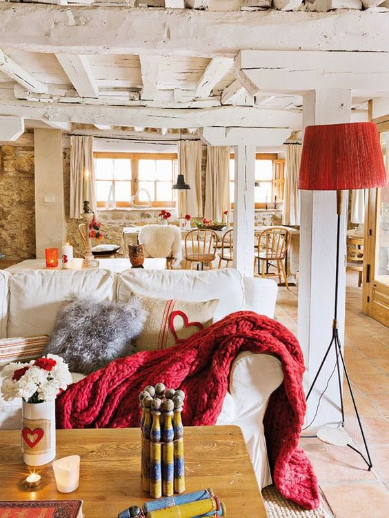 Farmhouse Decorating Tips: Enjoy The Structure Of Your Home