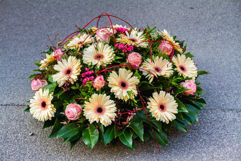 Flower For Funeral With Daisies