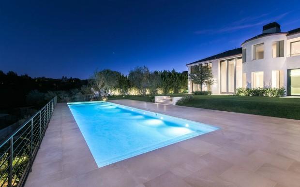 kim-kardashian-mansion-pool