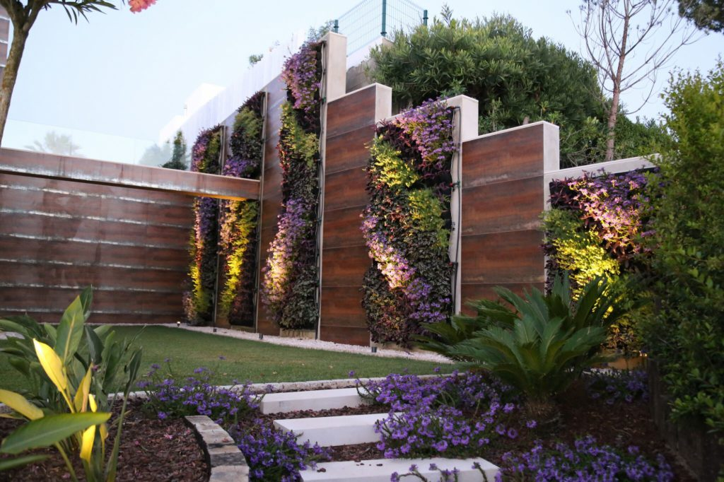 The Vertical Garden in Landscaping 4