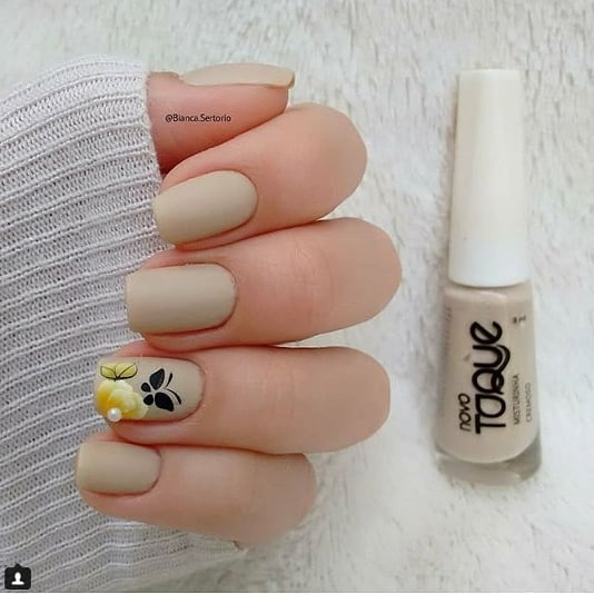 Simple Nail With Flowers