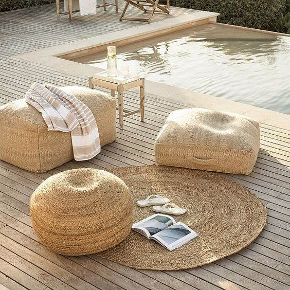 How To Reconcile Outdoor Rugs Round With The Decoration: