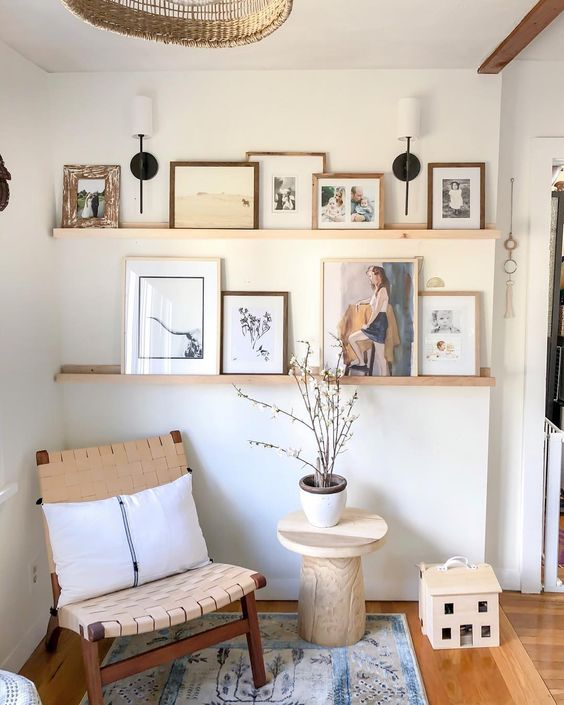 How To Use Picture Frames In Decoration