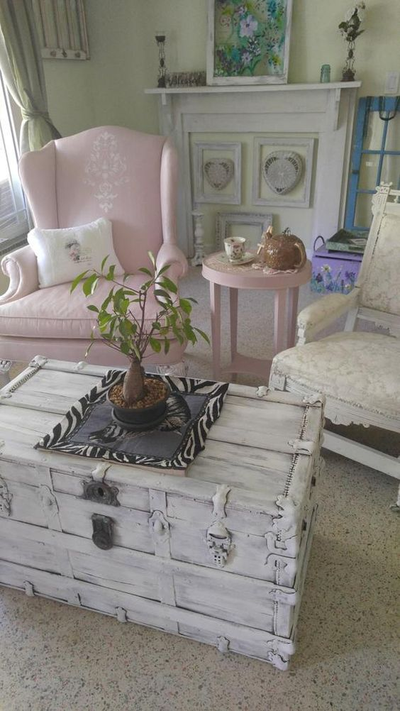 The Charm Of The Shabby Chic Living Room