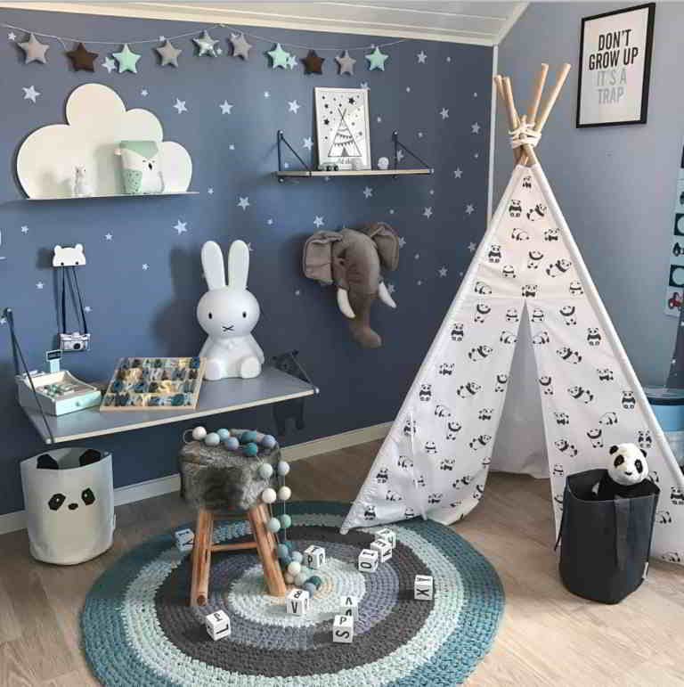 Kids Bedroom with Stars Decor