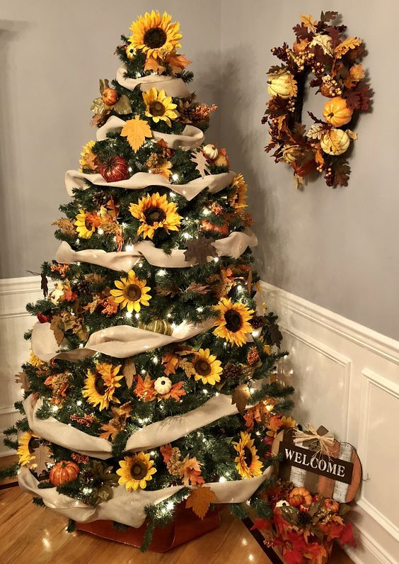 Christmas Tree with Sunflower Turned Trend